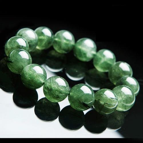 Trang sức đá quý có màu xanh lá cây là màu đá lý tưởng với người mệnh Hỏa